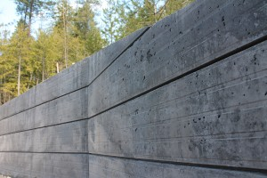 CUSTOM FACE-FORMED RETAINING WALL